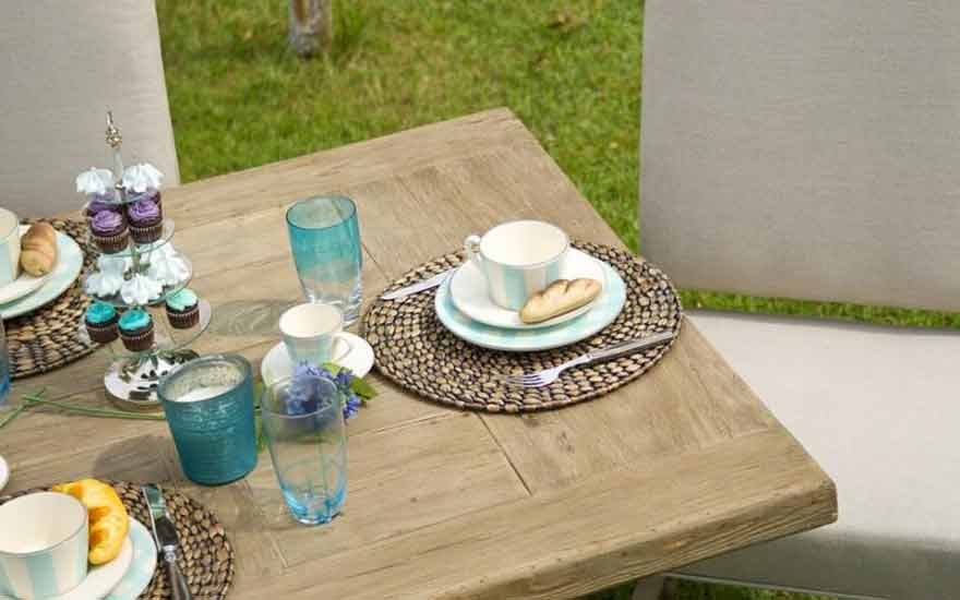 fabriquer soi m me sa table de jardin decodambiance. Black Bedroom Furniture Sets. Home Design Ideas