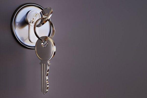 ouvrir une porte fermée à clef avec une radio