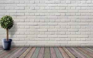 associer des couleurs avec un mur en pierres