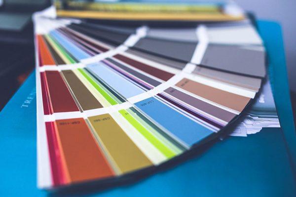 mur à peindre en couleur dans la chambre