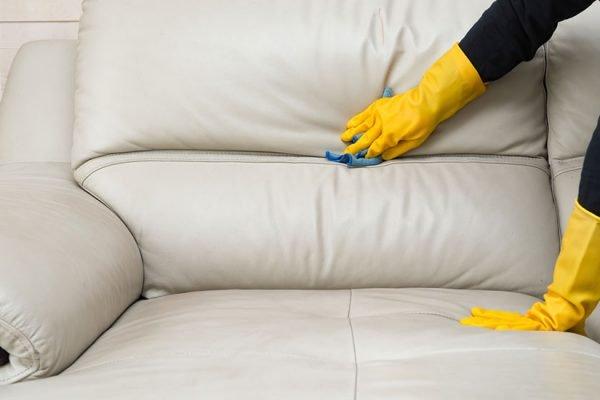 tache de stylo sur canapé en cuir