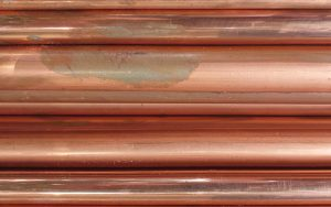 peindre des tuyaux en cuivre
