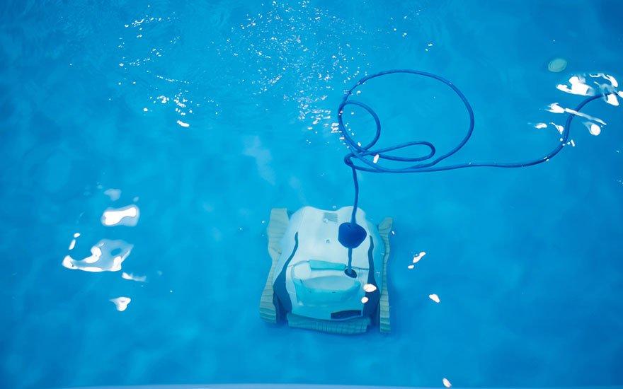 choisir un aspirateur de piscine hors sol