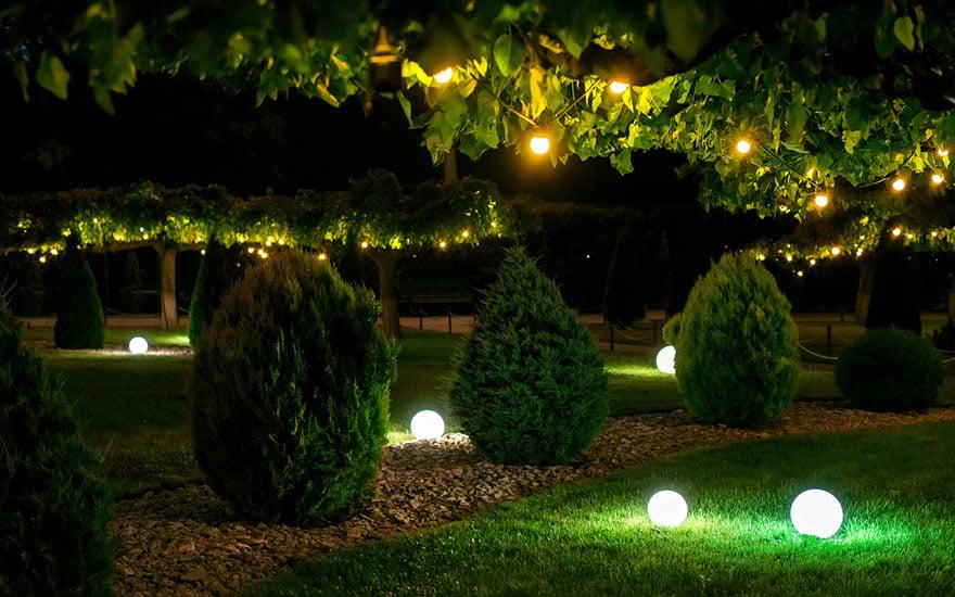 aménagement jardin avec éclairage solaire