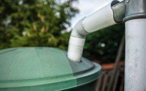 récupérer l'eau de pluie pour arroser le jardin